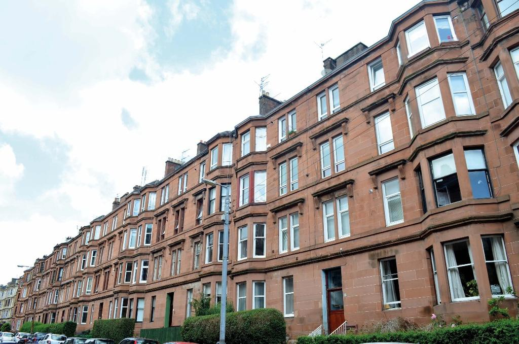 2 Bedrooms Flat for sale in White Street, Flat 3/3, Partick, Glasgow, G11 5EA