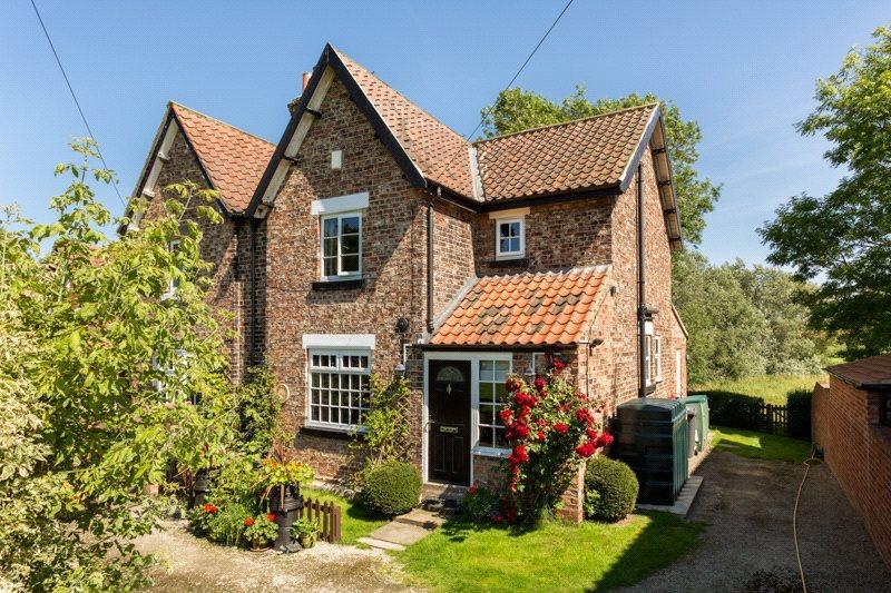 2 Bedrooms Semi Detached House for sale in York Road, Stillingfleet, York, YO19