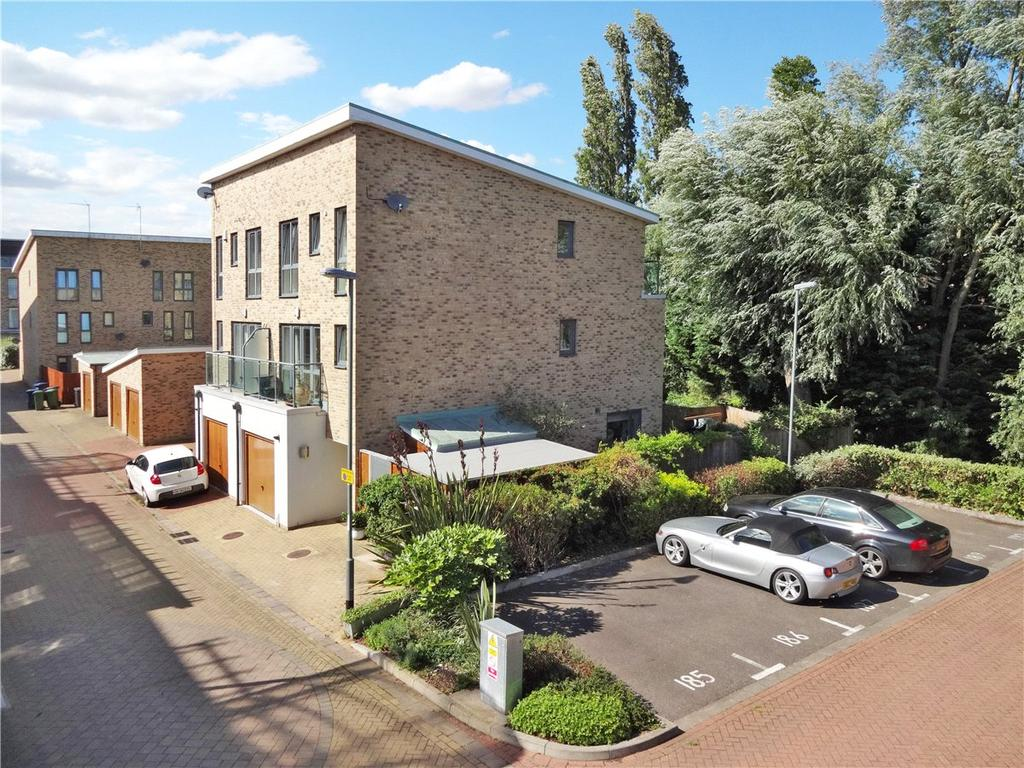 3 Bedrooms Semi Detached House for sale in Pepys Court, Cambridge, CB4