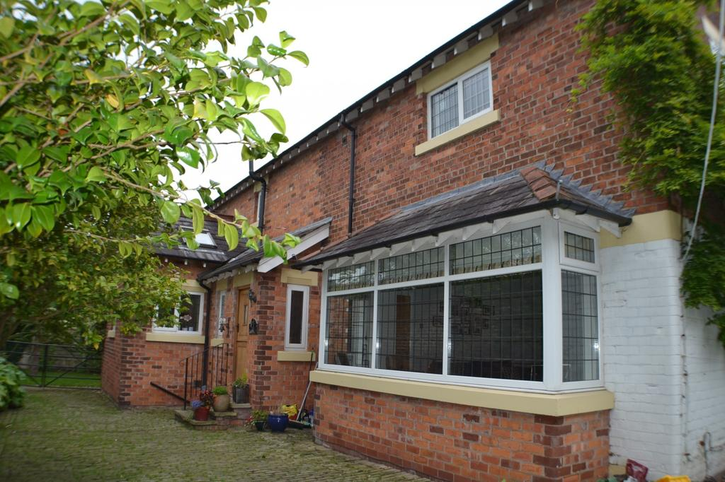 5 Bedrooms Detached House for sale in Main Road, Goostrey