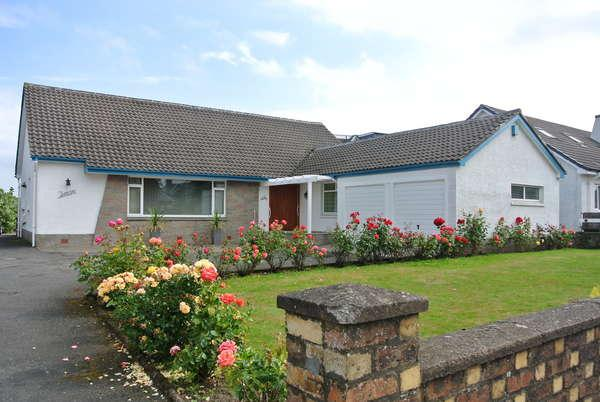 2 Bedrooms Detached Bungalow for sale in 52 Hamilton Street, Larkhall, ML9 2AU