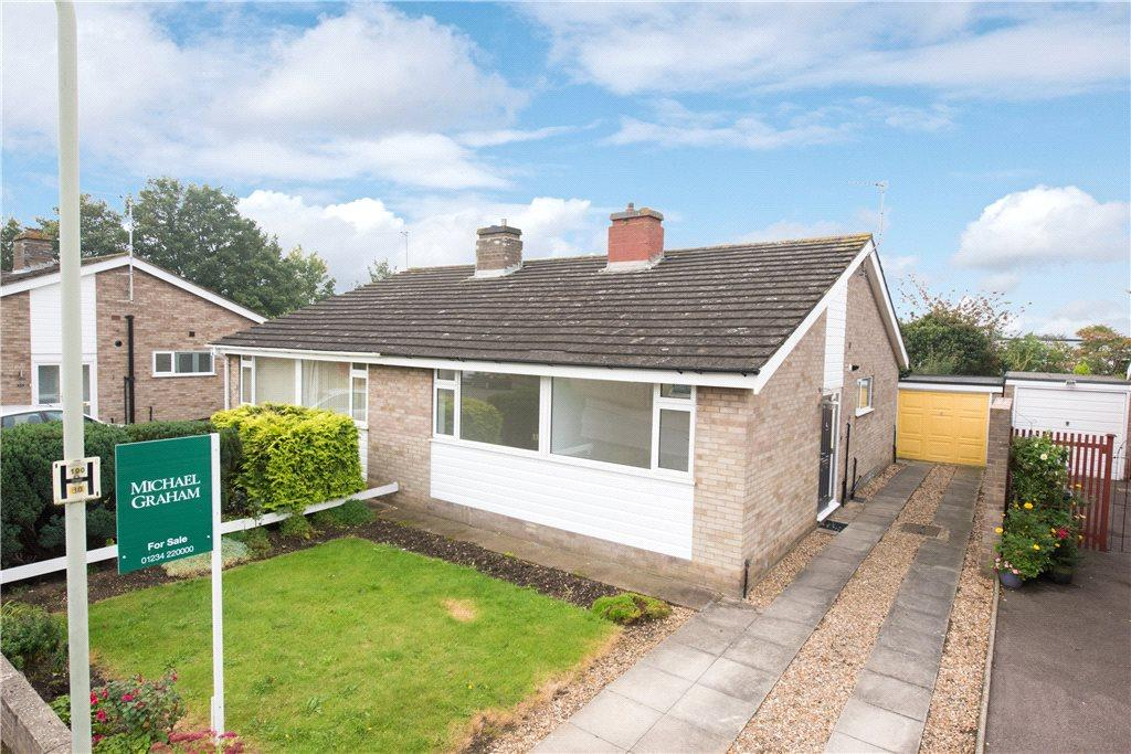 2 Bedrooms Semi Detached Bungalow for sale in Chapel Close, Bedford, Bedfordshire