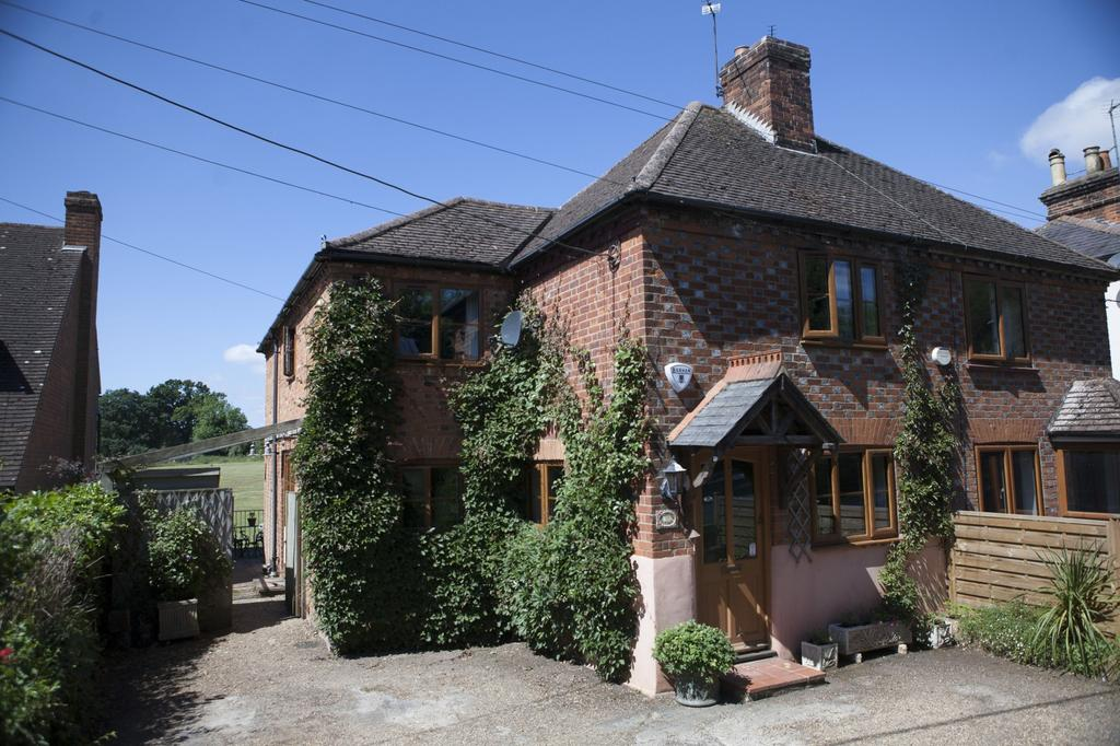 3 Bedrooms House for sale in Meadow View Cottage, Marlow