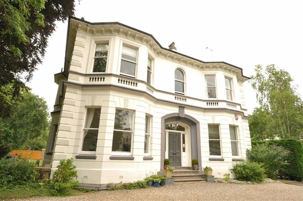 2 Bedrooms Flat for sale in Kenilworth Road, Leamington Spa
