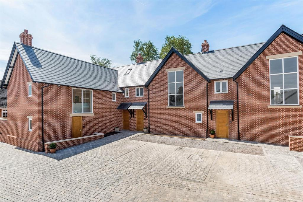 3 Bedrooms House for sale in Greyhound Mews, North Street, Pewsey