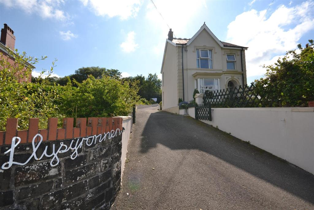 3 Bedrooms Detached House for sale in Pencader
