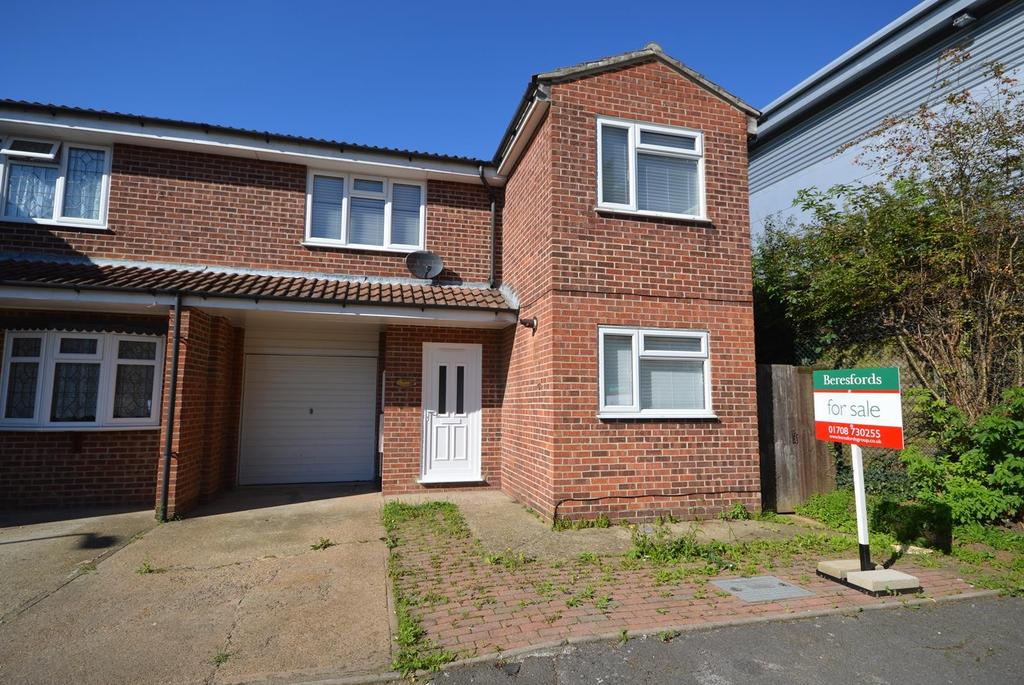 3 Bedrooms Semi Detached House for sale in Gascoyne Close, Harold Hill, Romford, RM3