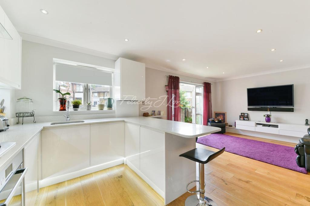 2 Bedrooms Flat for sale in Southwark Park Road, SE16
