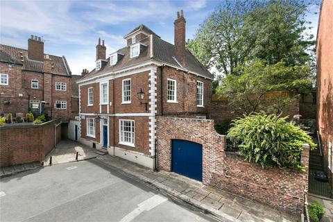 8 bedroom detached house for sale - Precentors Court, York, YO1
