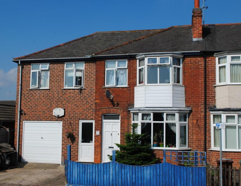 5 Bedrooms Semi Detached House for sale in Linden Road, Loughborough