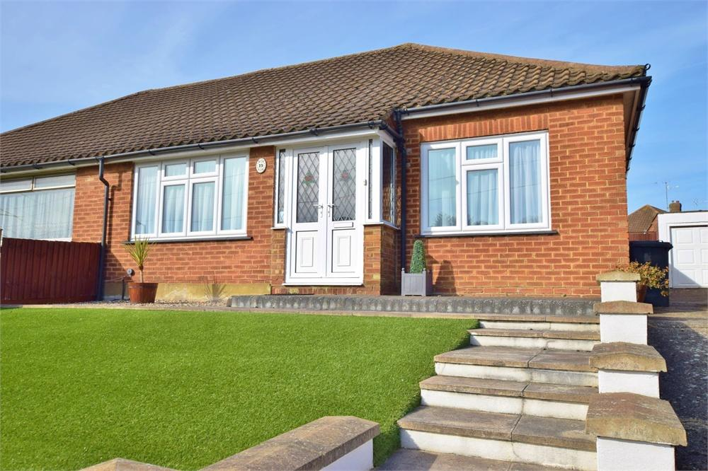 3 Bedrooms Semi Detached Bungalow for sale in Duncan Way, Bushey, Hertfordshire, WD23