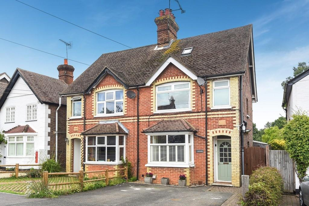 4 Bedrooms Semi Detached House for sale in Woodside Road, Chiddingfold, Godalming, GU8