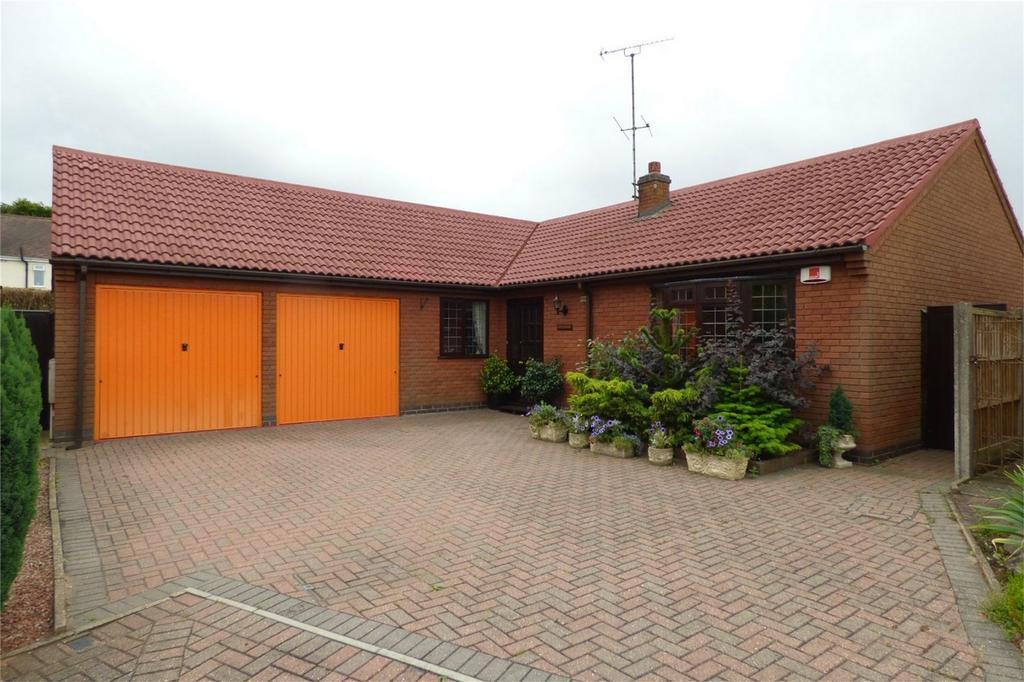 3 Bedrooms Detached Bungalow for sale in Cavalier Close, Whitestone, Nuneaton, Warwickshire