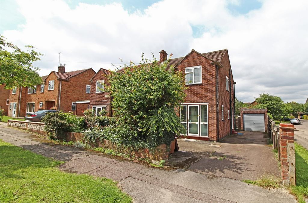 3 Bedrooms Semi Detached House for sale in Lawrence Avenue, Letchworth Garden City, Hertfordshire