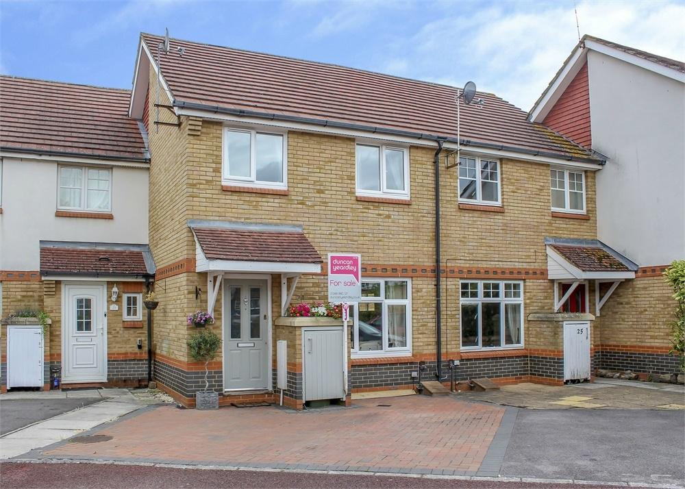 3 Bedrooms Terraced House for sale in Roby Drive, Bracknell, Berkshire