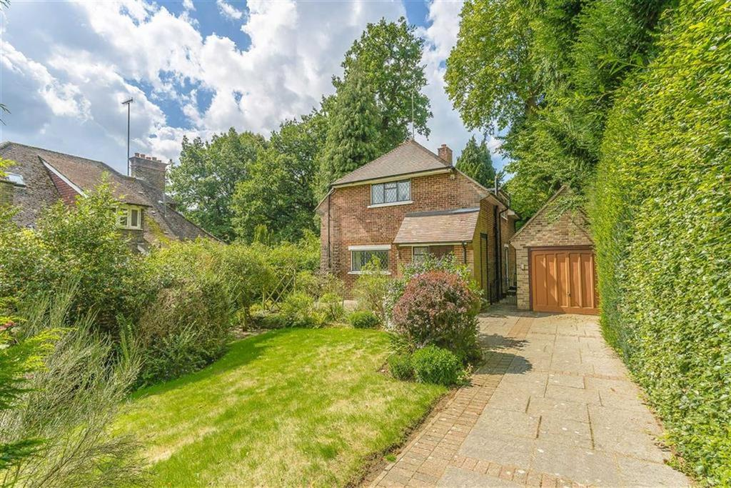 2 Bedrooms Detached House for sale in Woodhurst Park, Oxted, Surrey