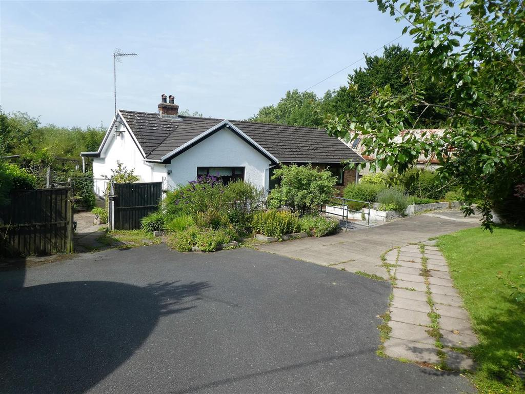 3 Bedrooms Bungalow for sale in Gorsgoch, Llanybydder