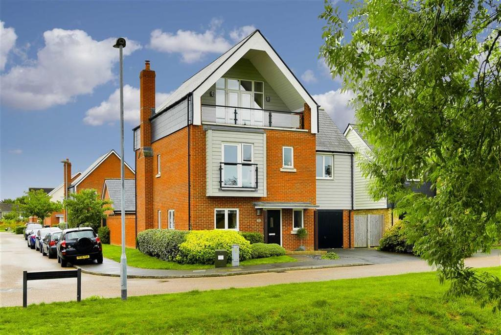 5 Bedrooms Detached House for sale in Juniper Close, Epsom, Surrey