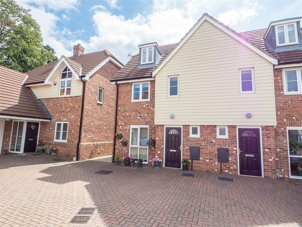 3 Bedrooms Town House for sale in Westwood Close, Lenham, Maidstone