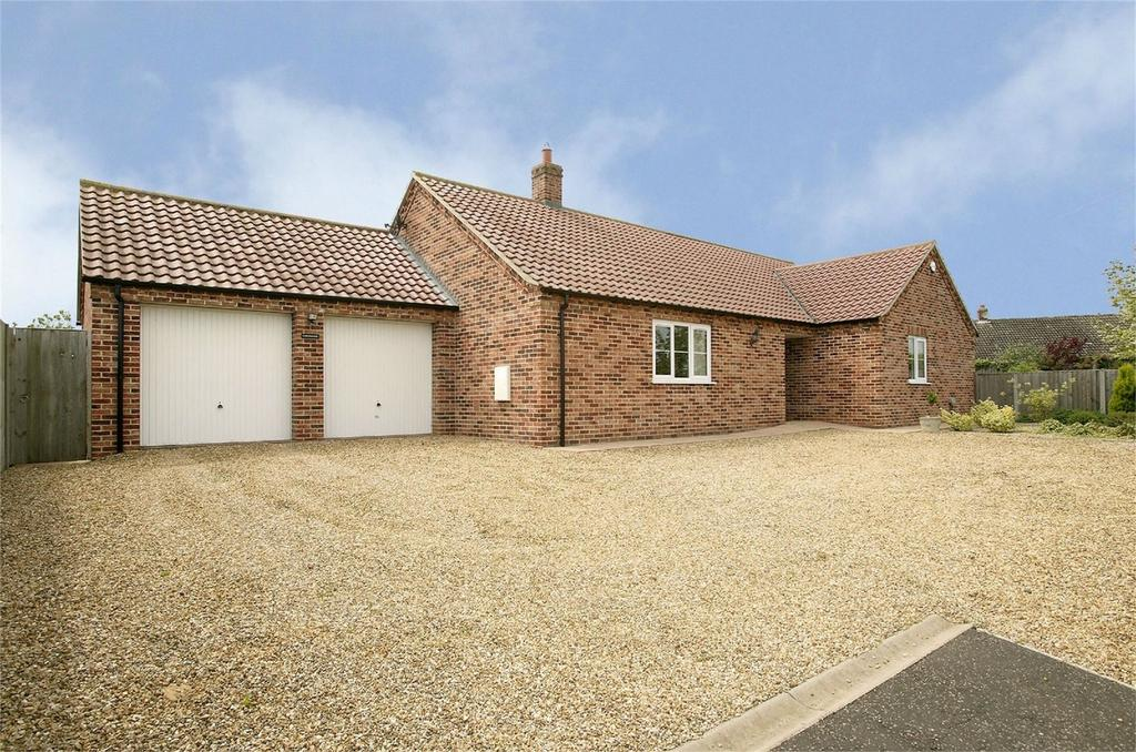 3 Bedrooms Detached Bungalow for sale in Attleborough Road, Great Ellingham, Norfolk