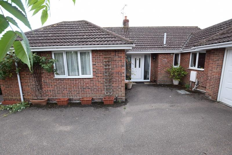 3 Bedrooms Detached Bungalow for sale in School Crescent, Kedington, Haverhill