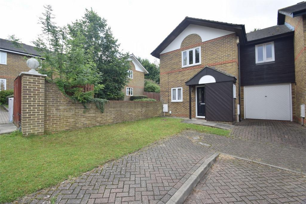 3 Bedrooms Link Detached House for sale in Armada Way, Chatham, Kent