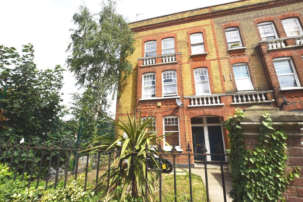 2 Bedrooms Flat for sale in Southampton Way Camberwell SE5