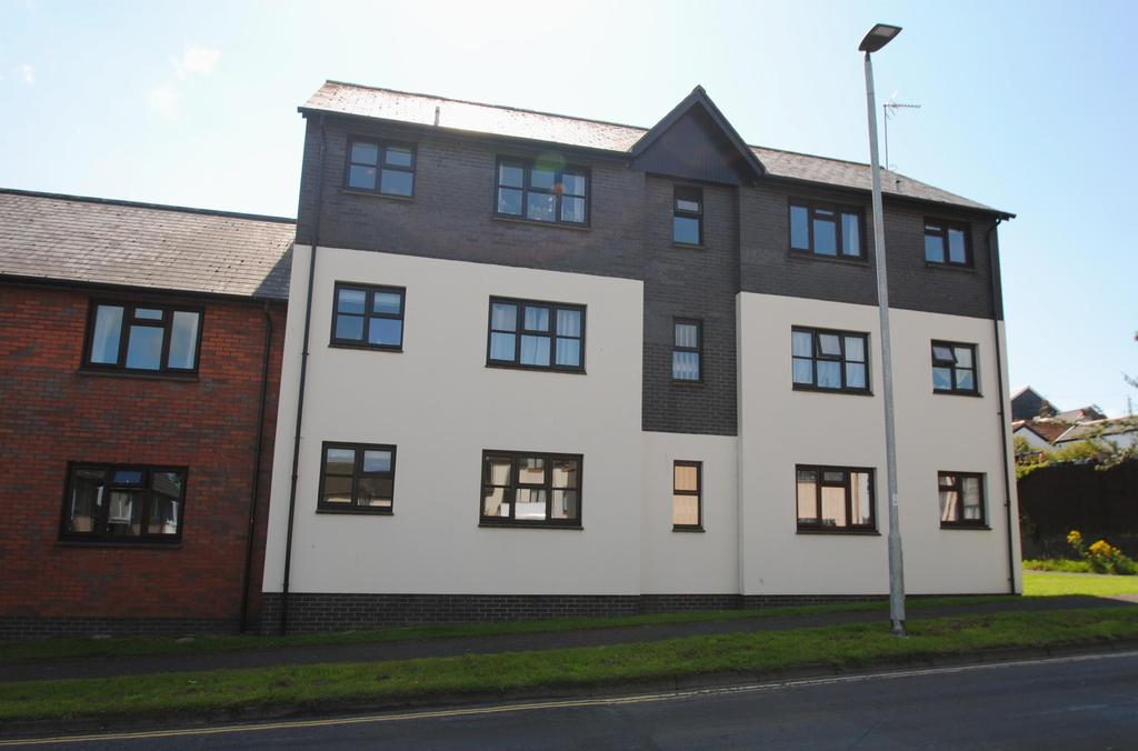 1 Bedroom Flat for sale in Hollowtree Court, Barnstaple