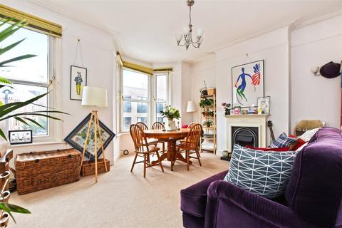 2 bedroom flat to rent - Pellerin Road, London, N16
