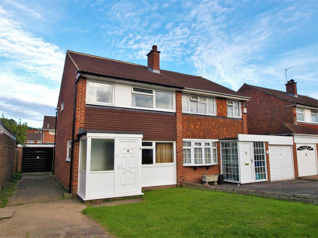 3 Bedrooms Semi Detached House for sale in Marina Close, Bromley