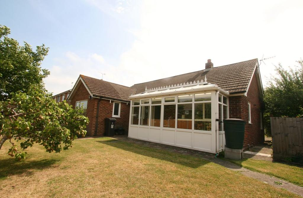 3 Bedrooms Bungalow for sale in Haywards Close, Deal