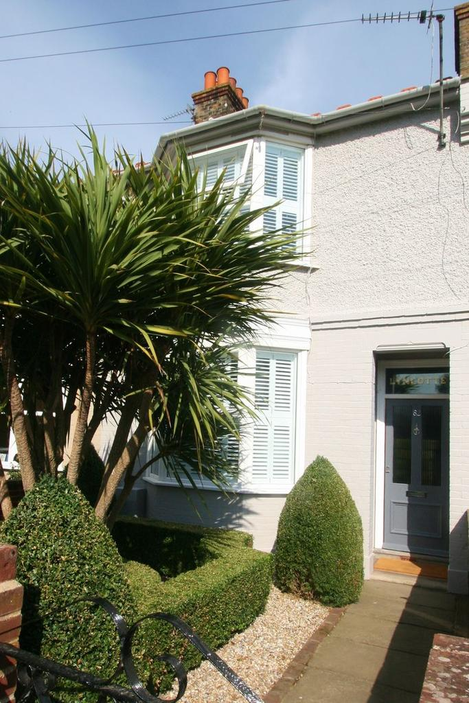 3 Bedrooms Terraced House for sale in Church Path, Deal