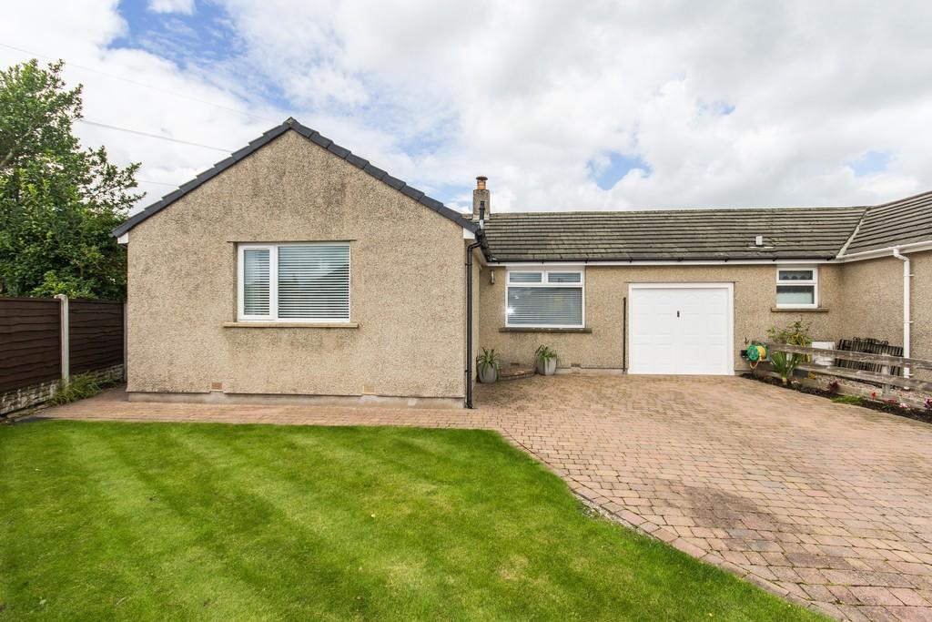 3 Bedrooms Semi Detached Bungalow for sale in 10 The Crescent, Holme