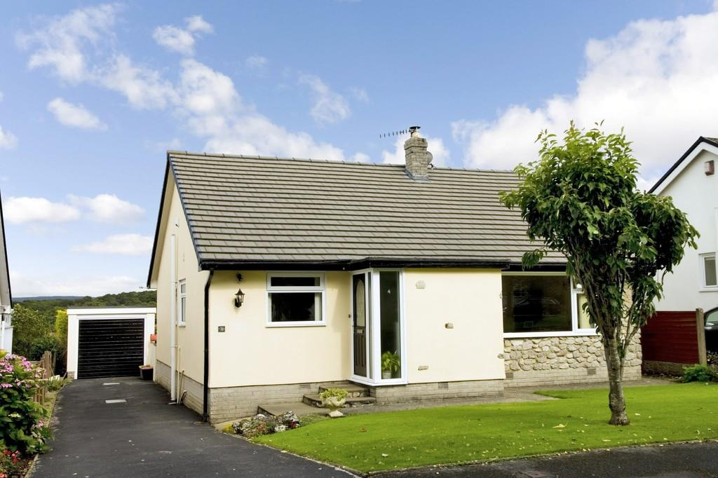 3 Bedrooms Detached Bungalow for sale in 31 St Johns Avenue, Silverdale, Lancashire, LA5 0SU