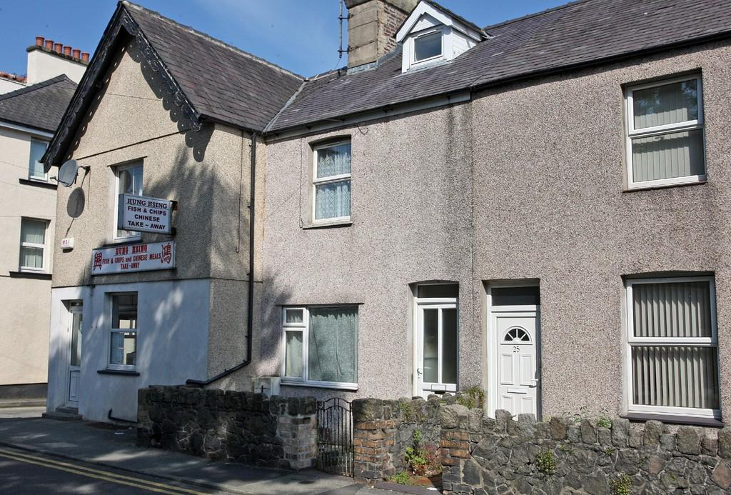 5 Bedrooms Terraced House for sale in Penchwintan Road, Bangor, North Wales