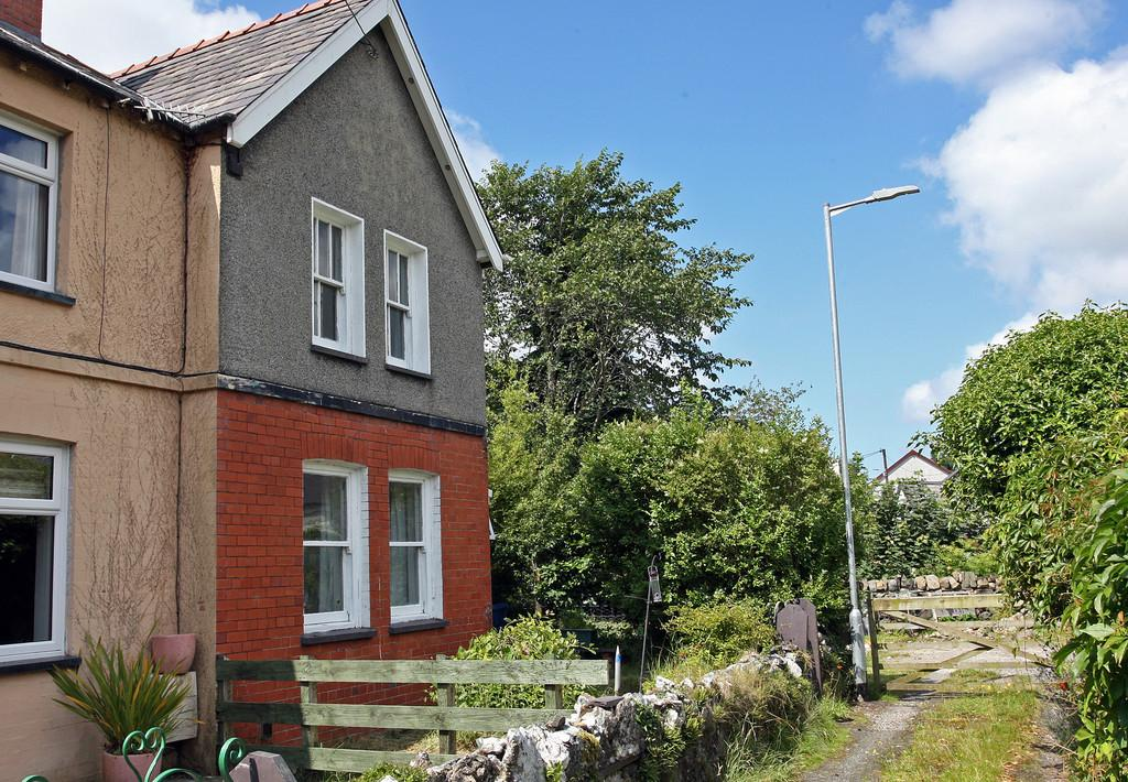 4 Bedrooms End Of Terrace House for sale in Minafon Terrace, Llanberis, North Wales