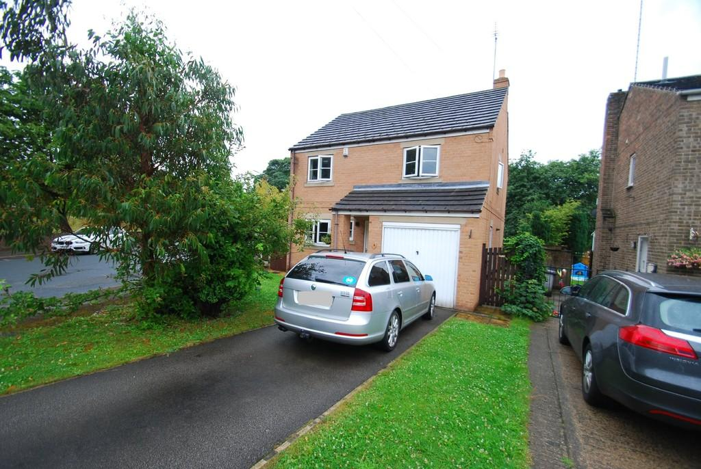4 Bedrooms Detached House for sale in Riverside Close, Darfield S73