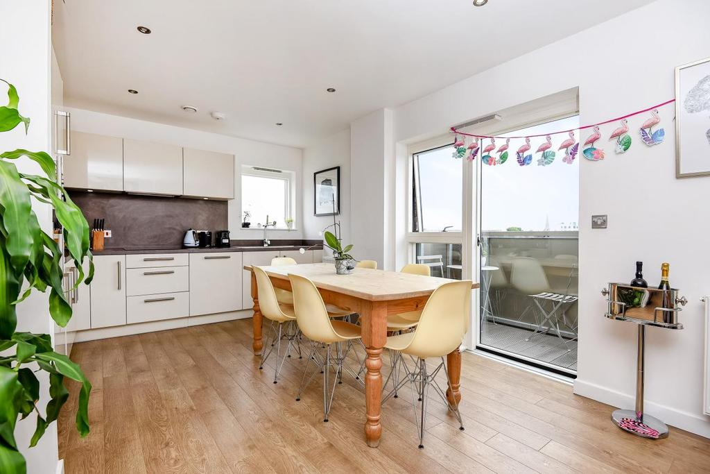 2 Bedrooms Flat for sale in Bedford Road, Clapham