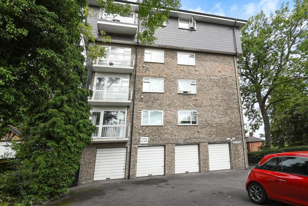 2 Bedrooms Flat for sale in Park Hill Road, Bromley