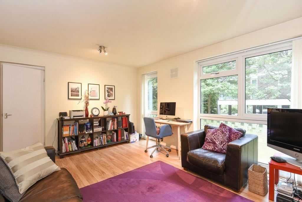 2 Bedrooms Flat for sale in The Avenue, Beckenham