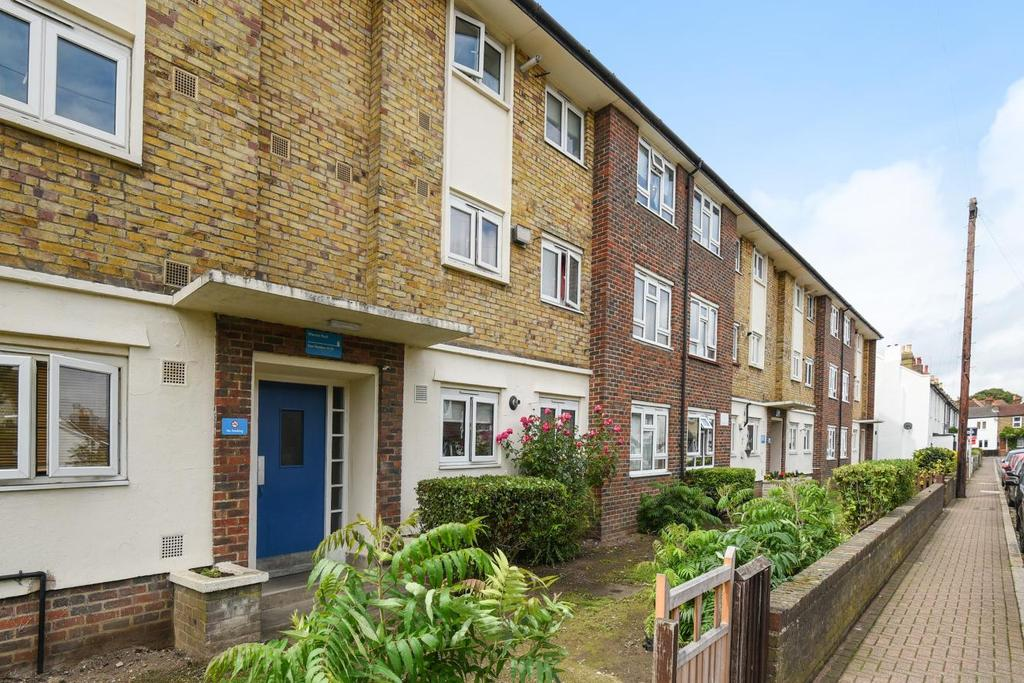 2 Bedrooms Flat for sale in Wharton Road, Bromley
