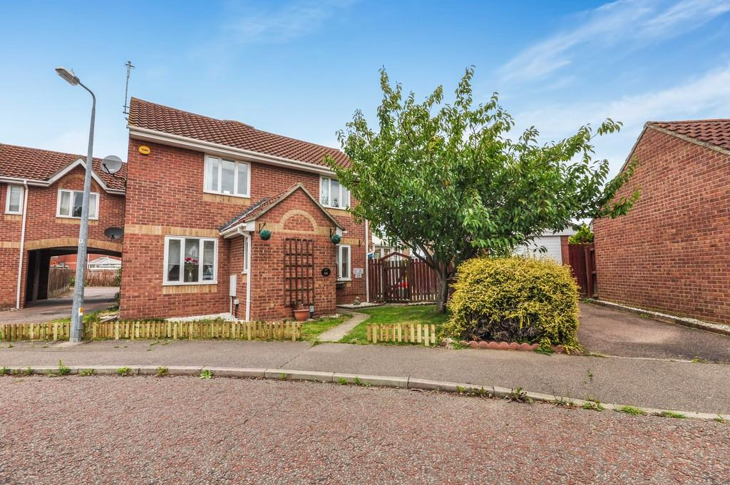 3 Bedrooms Link Detached House for sale in Friday Wood Green, Colchester, CO2 8XG