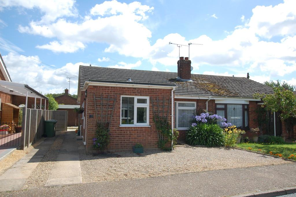 2 Bedrooms Semi Detached Bungalow for sale in John O'Gaunt Close, Aylsham