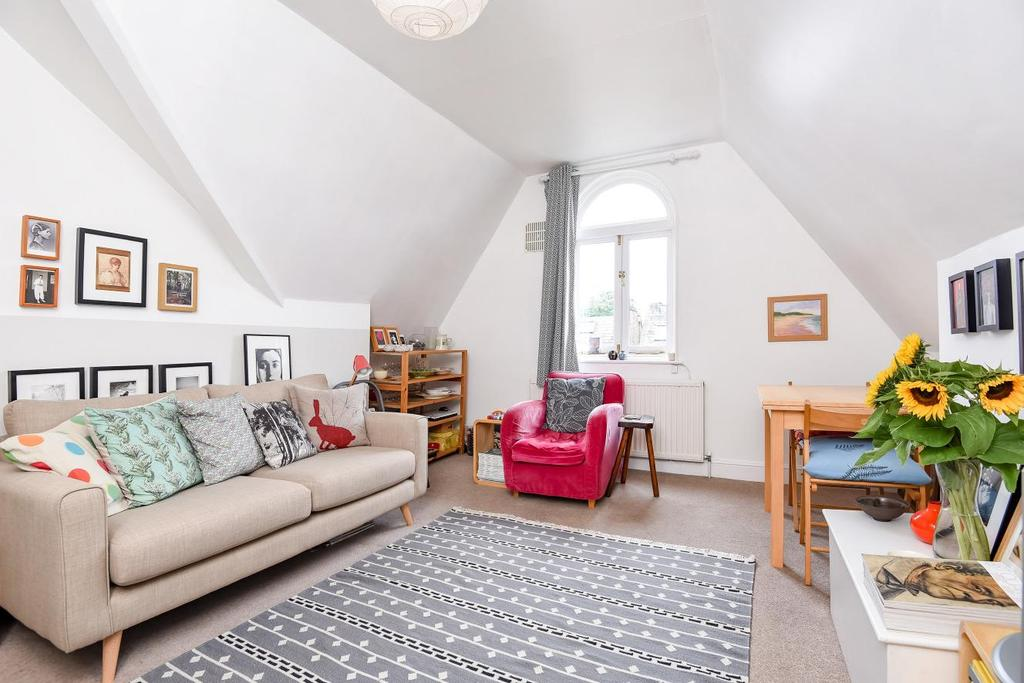 1 Bedroom Flat for sale in Longley Road, Tooting