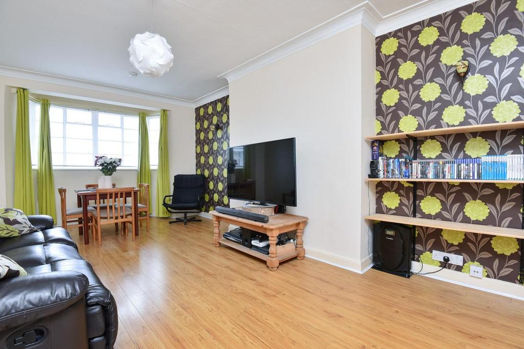 3 Bedrooms Flat for sale in Streatham High Road, Streatham