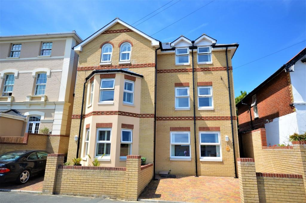3 Bedrooms Town House for sale in Wilton Park Road, Shanklin