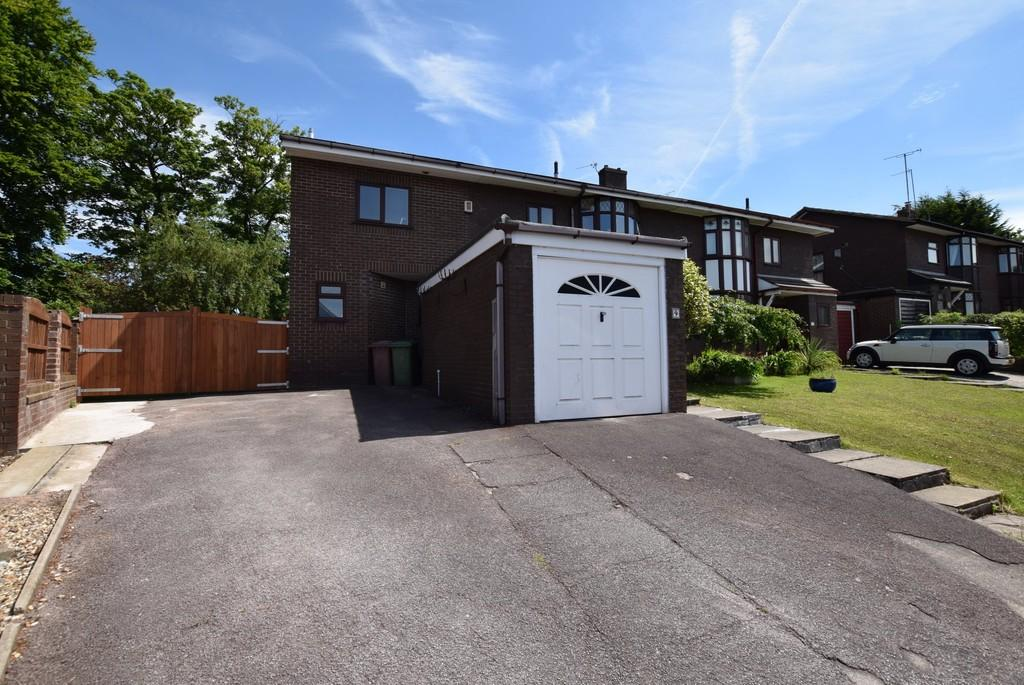 4 Bedrooms Semi Detached House for sale in 9 Moray Close