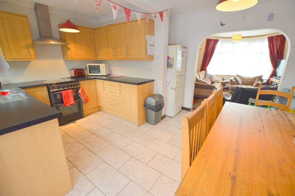 4 Bedrooms Semi Detached House for sale in Milton Road, South Luton, Luton, LU1 5JA
