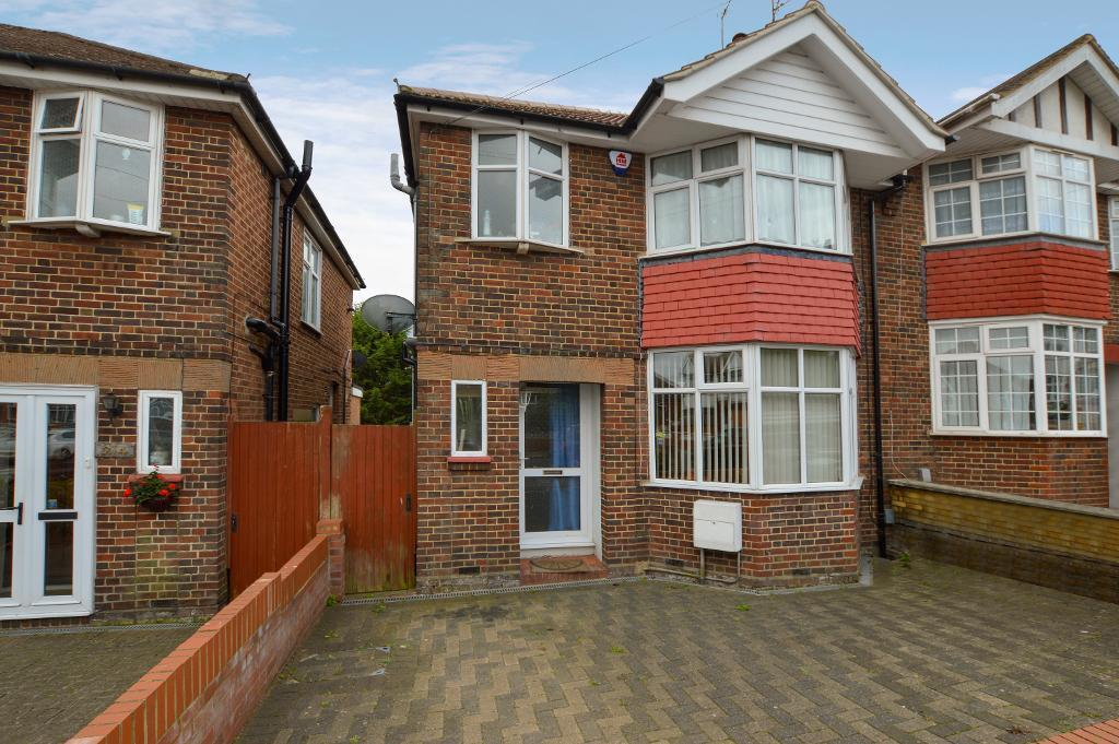 3 Bedrooms Semi Detached House for sale in Strathmore Avenue, South Luton, Luton, LU1 3QR