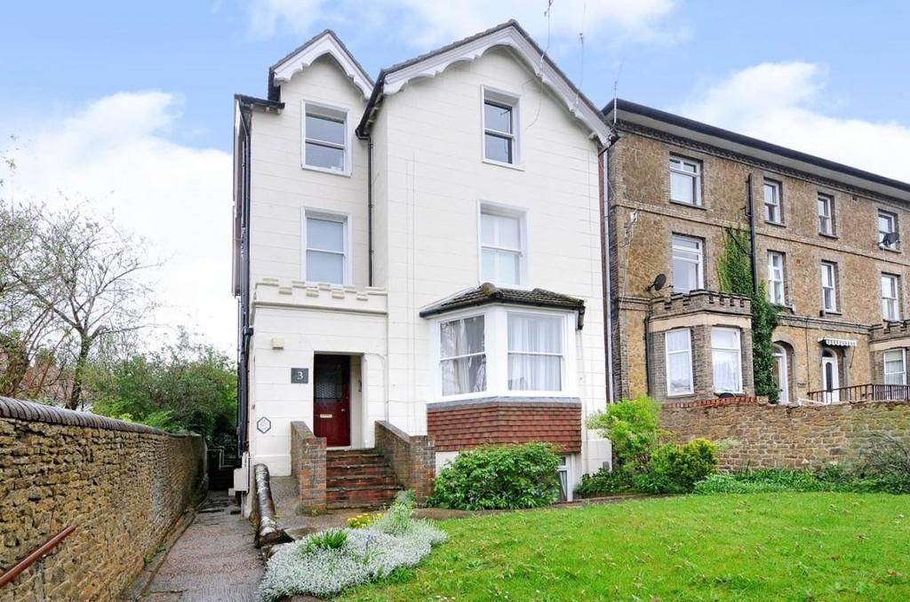 1 Bedroom Ground Flat for sale in Waterden Road, Guildford